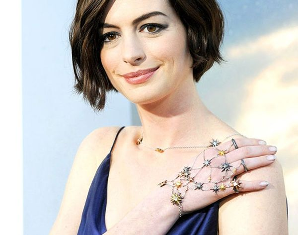 New Celeb Trend: 9 Ways to Wear a Hand Chain like Anne Hathaway