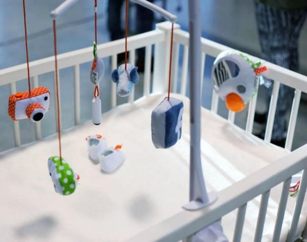 Crazy or Cool? This Mobile Lets Your Baby Take Selfies