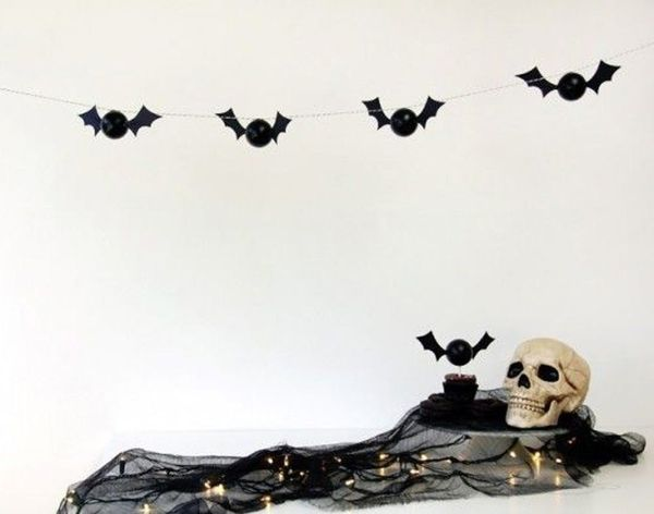 18 Frightfully Festive Garlands to Make This Halloween