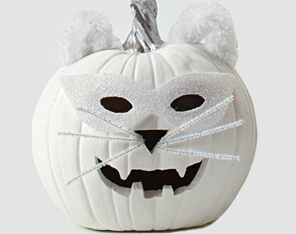 17 Ways to Decorate in Ghostly White This Halloween