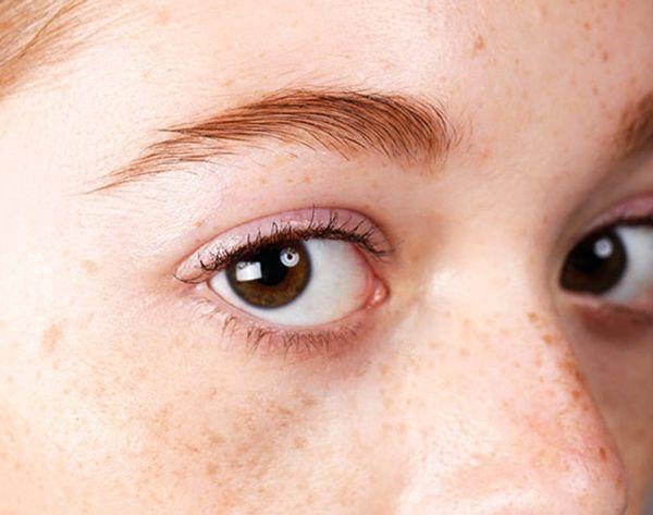 12 Old School Beauty Reasons to Love Vaseline