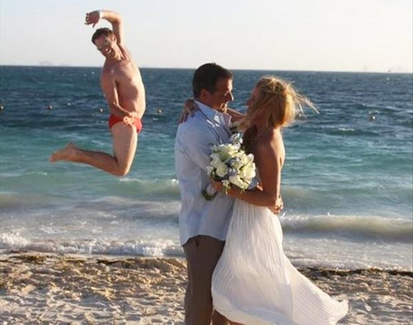 19 Hilarious Wedding Photo #Fails That Are Actually #Winning