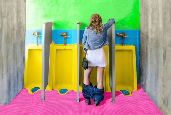 OMG: Ladies, We Can Pee Standing Up With This Device