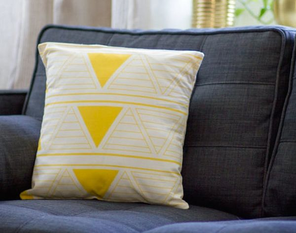 12 Cozy Pillows and Blankets for Fall
