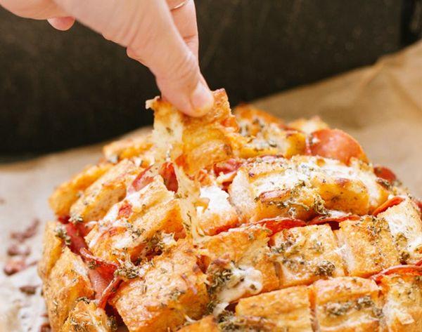 How to Make Easy, Cheesy Pizza Pull-Apart Bread