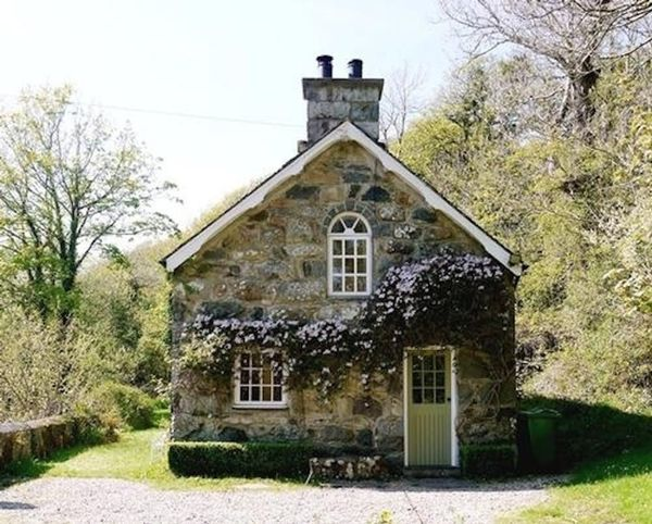 22 Cozy Cottages You'll Want to Escape to This Weekend