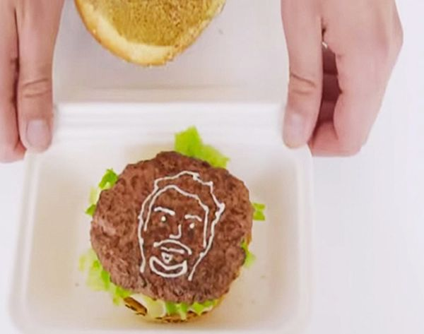 Burger Selfies Are a Thing (+ We Kinda Want One)