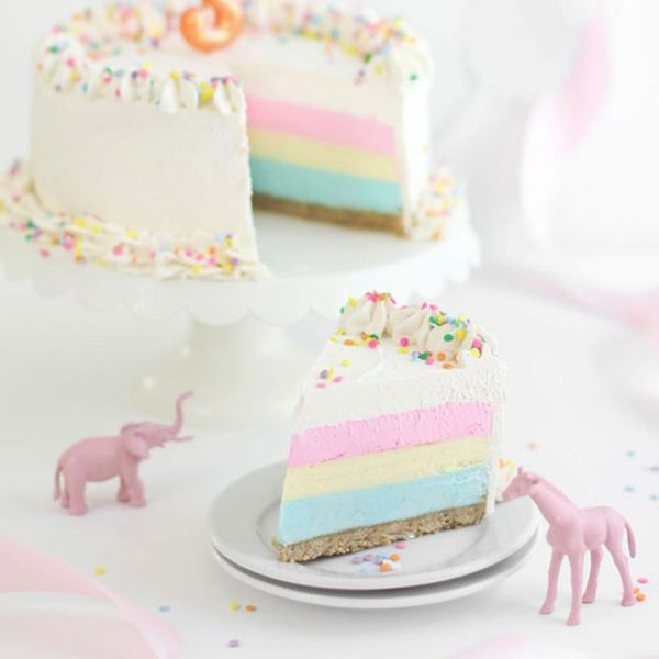 14 Pastel Cakes for Early Spring Soirées