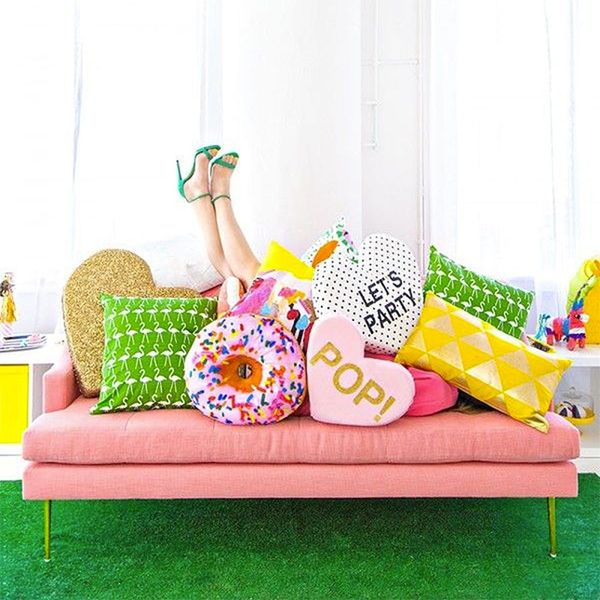 7 Bold Ways to Style Your Colorful Couch