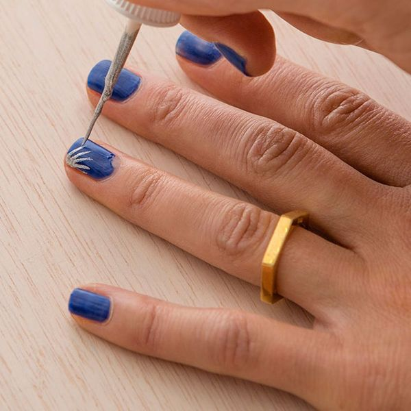 3 Quick Ways to Save Your Chipped Manicure