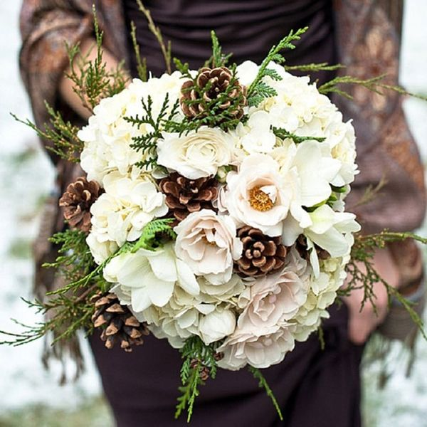 10 Beautiful Bouquets for Your Winter Wedding
