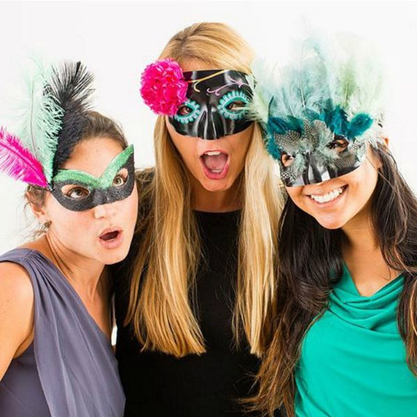9 Glittery Mardi Gras Party Essentials