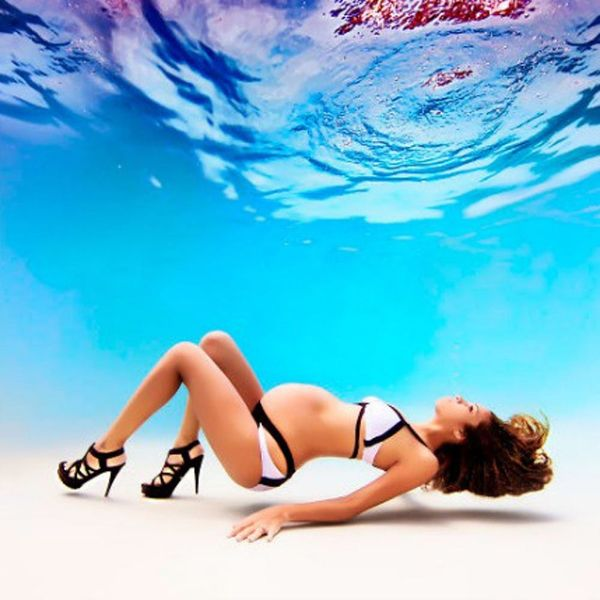 AreUnderwater Maternity Shoots the Newest Pregnancy Trend?