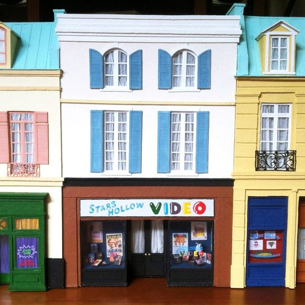 This Maker Creates TV + Movie Sets Out of PAPER!