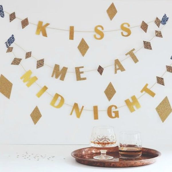 12 Easy DIYs to Decorate Your NYE Party in Minutes