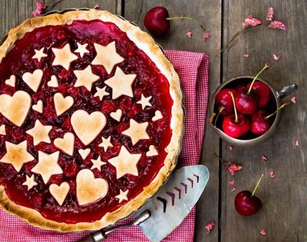 18 of the Prettiest Holiday Pie Crusts You Ever Did See