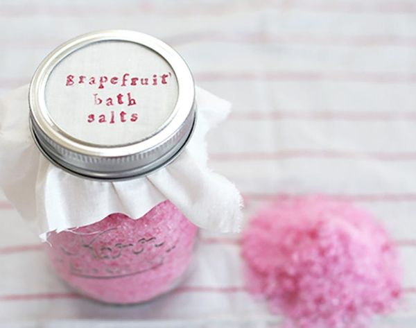 It's Tub Time! 15 Soothing DIY Bath Salts
