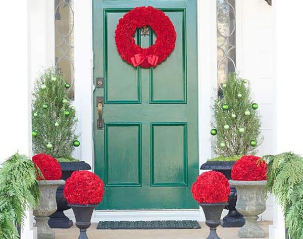15 Festive Ways to Decorate Your Front Door