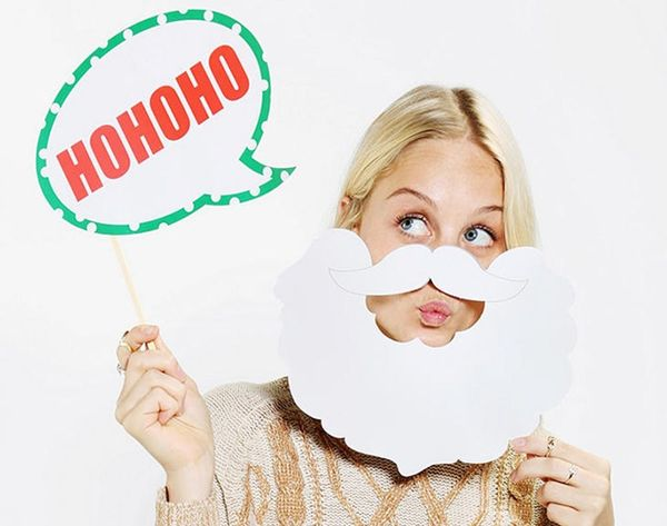 15 Holiday Photo Booth Props to Make You LOL