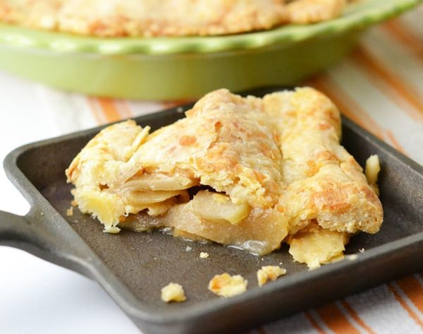Fall Foodie Classics: Apple Pie with a Cheddar Crust