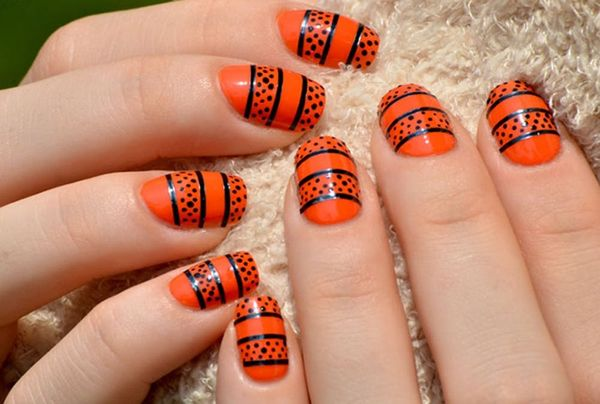 13 Gorgeous And Ghastly Halloween Nail Art Designs Brit Co