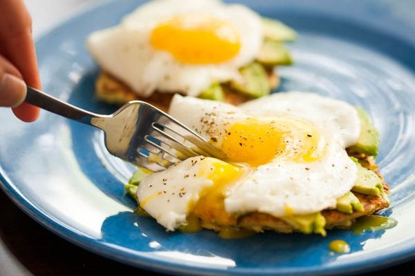 Make This 4 Ingredient Gluten-Free Zucchini Pancakes With Avocado and Egg Recipe