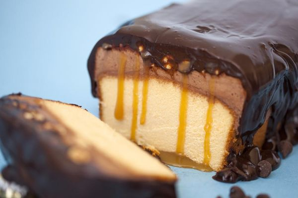Introducing Our Easy No-Bake Snickers Cake!