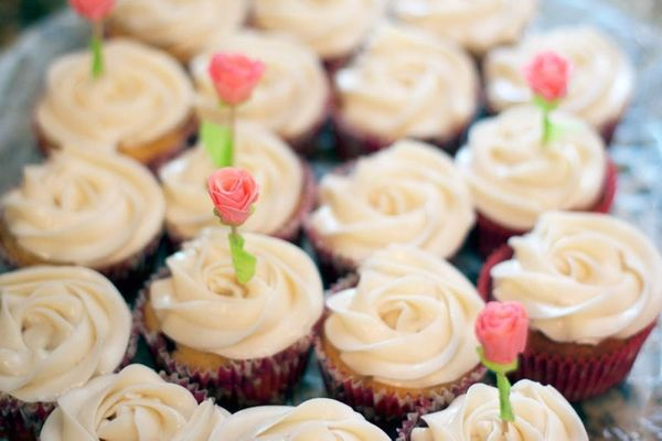 Yummy Rosewater Cupcakes + DIY Rose Cupcake Toppers