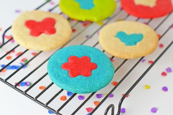 How to Make Ridiculously Colorful Spring Cookies