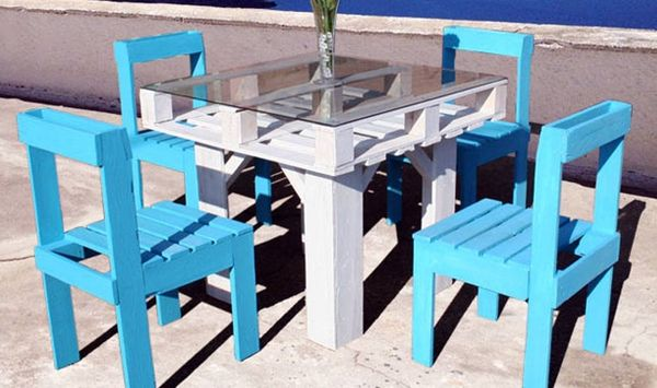 Create an Entire Dining Set from Recycled Pallets