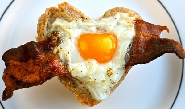 A Heart-y Breakfast: Bacon + Egg Toast Cups