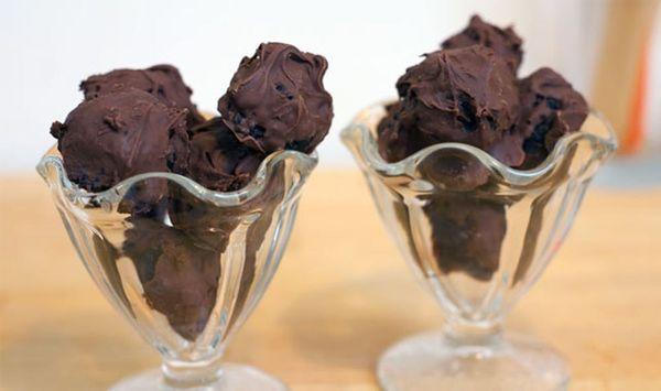 No-Bake Oreo Truffles in Just 3 Ingredients!