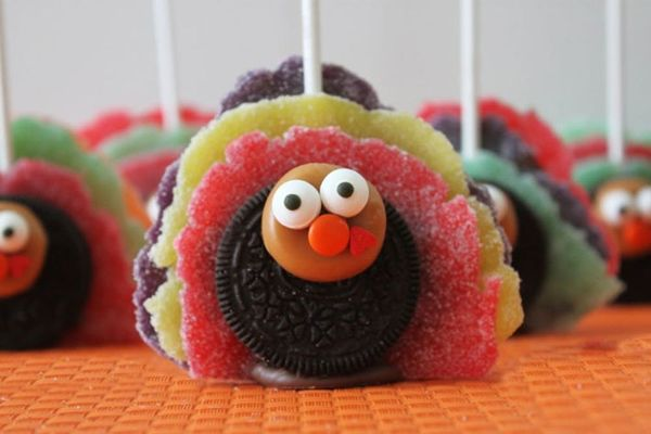 Get in the Mood for Turkey Day with Oreo Turkey Pops!