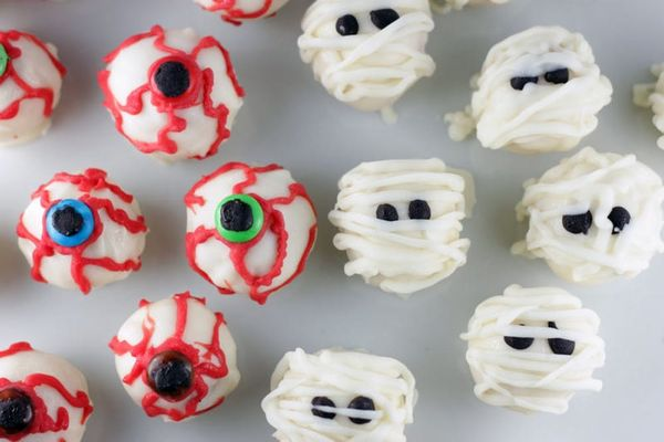 Spooky Sweets: Eyeball and Mummy Cake Balls