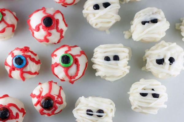 Spooky Sweets: Eyeball and Mummy Cake Balls