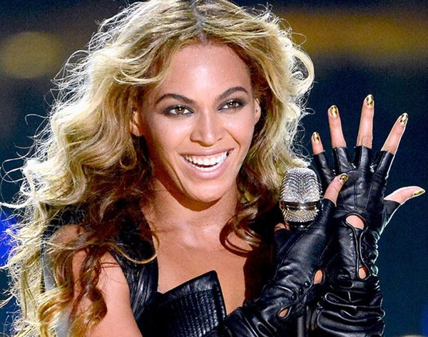 Try Beyoncé's Legit Beauty Hack for Removing Glitter Nail Polish