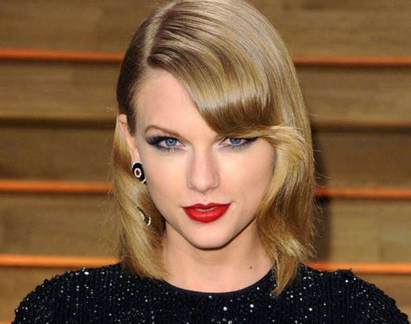 22 of Taylor Swift's Best Curly, Straight + Short Hairstyles