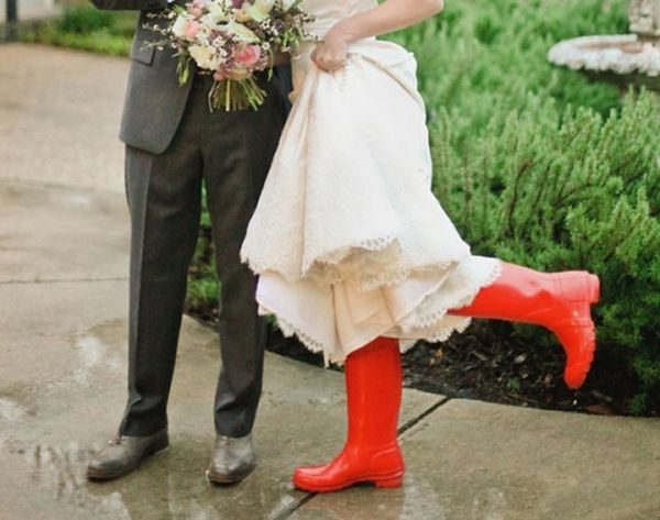 10 Tips for Surviving a Rainy Day Wedding