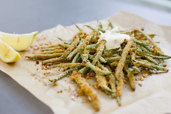 Healthy Hacks: Oven-Baked Green Bean Fries With Garlic Aioli