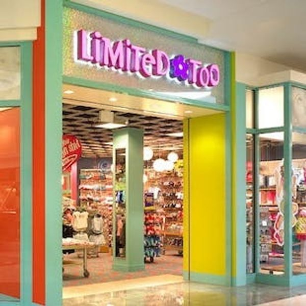 2 of Your Favorite '90s Stores Are About to Make a Major Comeback