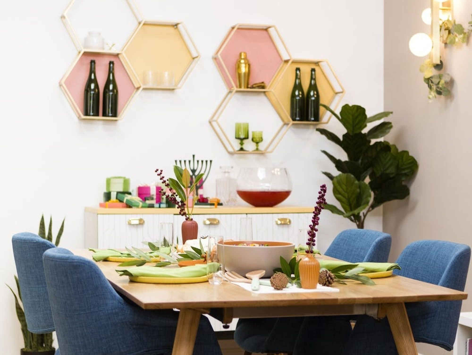 This Mid-Century Modern Dining Room Makeover Is Ideal for Entertaining