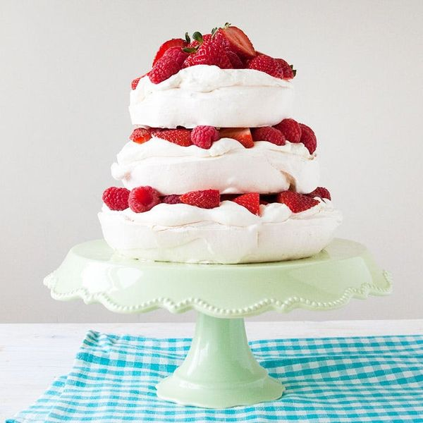 Introducing Our 3-Layer Pavlova Berry Cake Recipe!