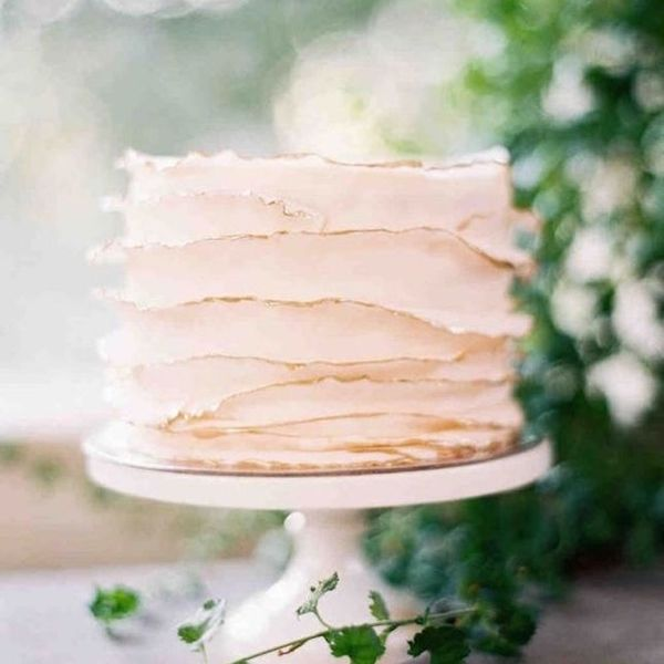 This Wedding Cake Trend Is the DEFINITION of Modern Elegance