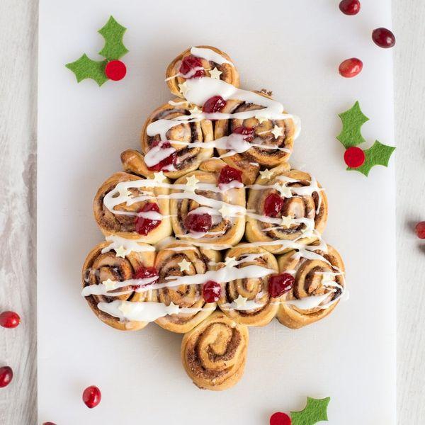 'Tis the Season to Make Everything Christmassy — Try This Cinnamon Bun Christmas Tree!