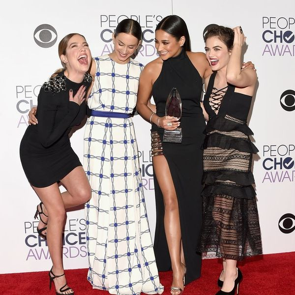 See the Matching Finger Tat the Cast of Pretty Little Liars Got to Commemorate the Show