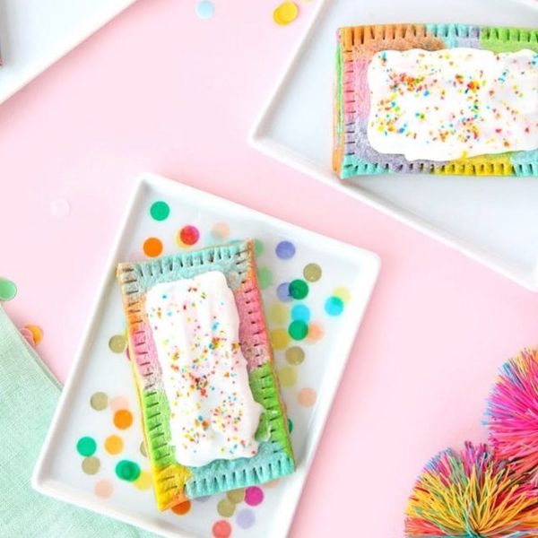 12 Tie Dye Dessert Recipes That Will Bring You Back to the '70s
