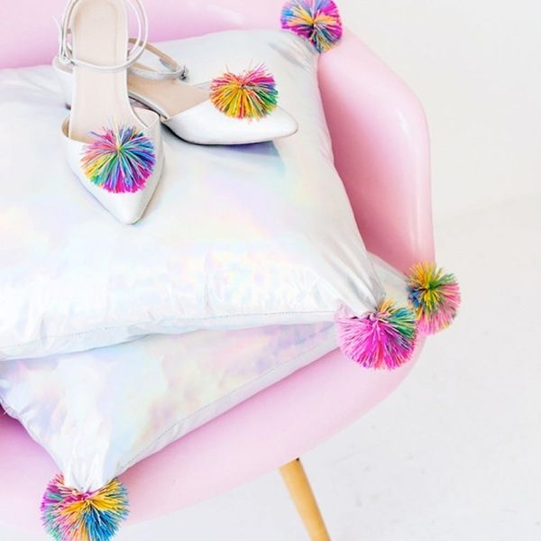 16 DIY Pillows to Update Your Spring Decor