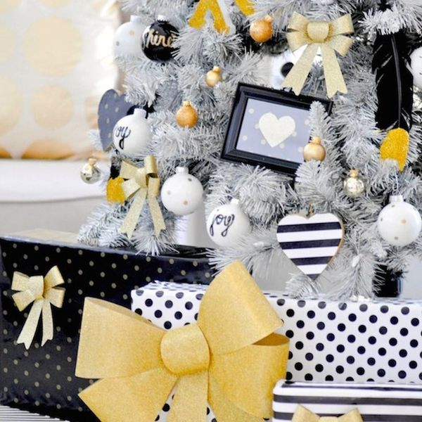 18 Black + White Holiday Decorations That'll Make You Forget About Red + Green