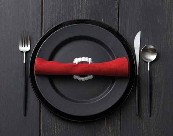 10 Spooky Table Settings for Halloween