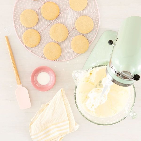 Use This Buttercream Frosting Recipe for All of Your Holiday Decorating Merriment